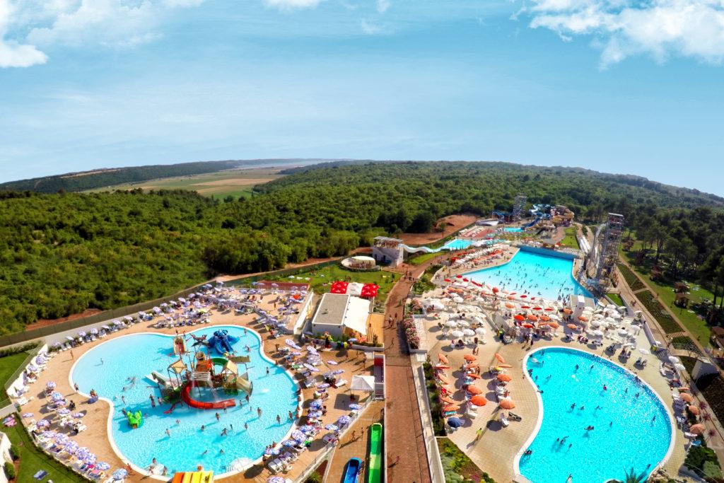 Bazény v aquaparku